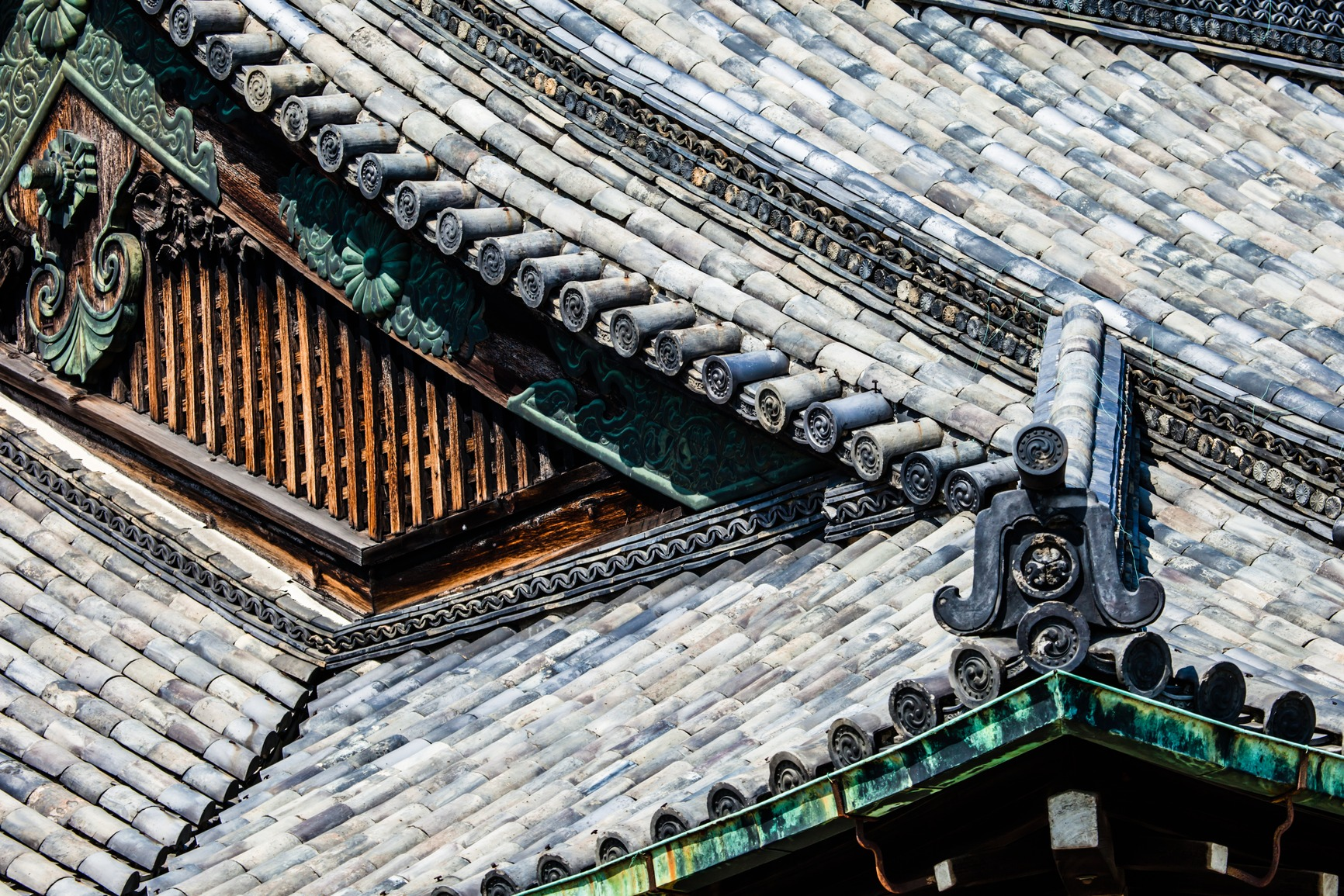 detail-of-a-japanese-roof